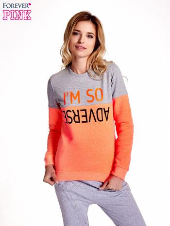 Pomarańczowo-szara bluza z napisem I'M SO ADVERSE