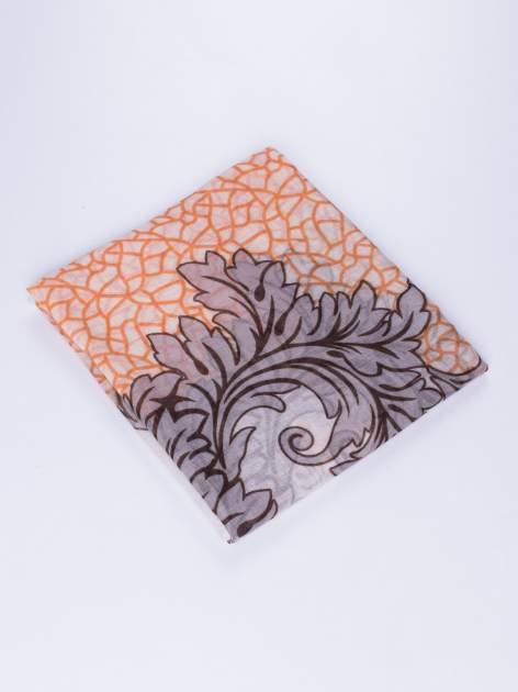 Pomarańczowy komin z mozaikowym wzorem i motywem liści                                  zdj.                                  3