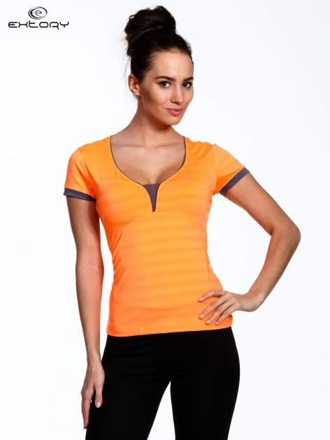 Pomarańczowy sportowy t-shirt z szarymi wykończeniami