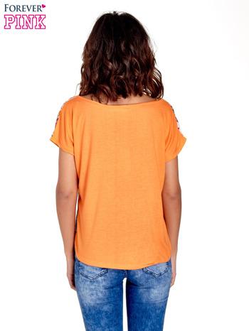 Pomarańczowy t-shirt z nadrukiem kwiatowym                                  zdj.                                  4