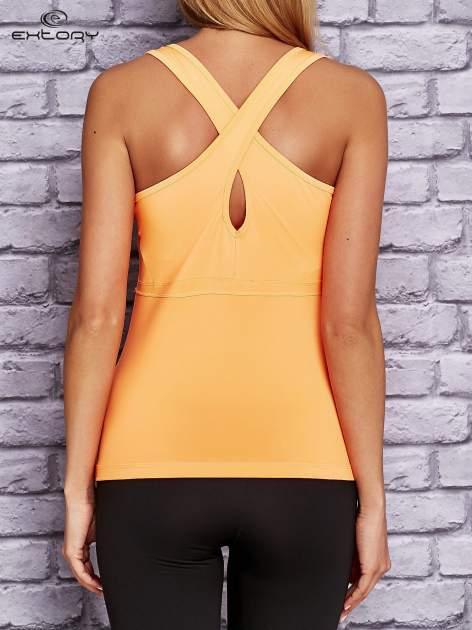 Pomarańczowy top sportowy z krzyżowanymi ramiączkami na plecach                                  zdj.                                  4