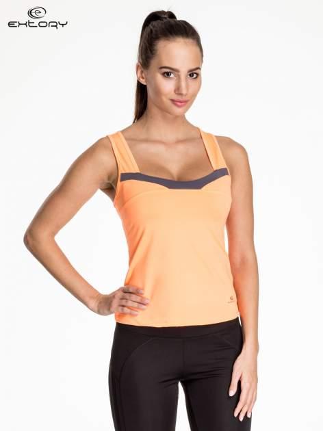 Pomarańczowy top sportowy z ozdobnym wycięciem z tyłu