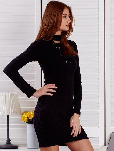 Prążkowana sukienka lace up z chokerem czarna                              zdj.                              5