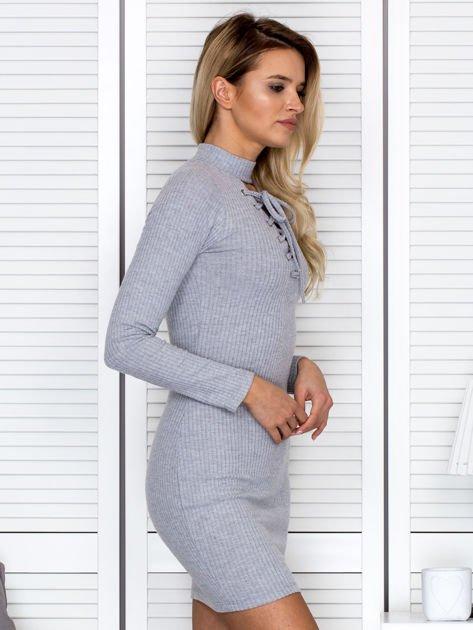 Prążkowana sukienka lace up z chokerem szara                              zdj.                              3