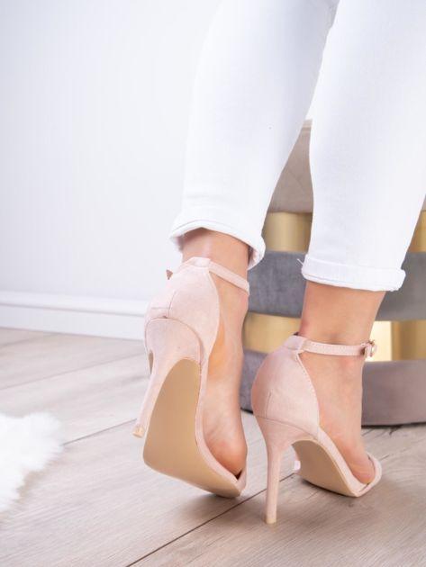 Pudroworóżowe sandały z eco zamszu ze złotą sprzączką                              zdj.                              10