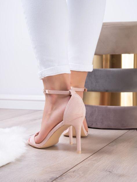 Pudroworóżowe sandały z eco zamszu ze złotą sprzączką                              zdj.                              7