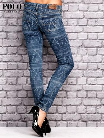 RALPH LAUREN Ciemnoniebieskie spodnie jeansowe w azteckie wzory