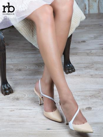 ROCCOBAROCCO Beżowo białe sandałki grain leather z asymetrycznym zapięciem                                  zdj.                                  1