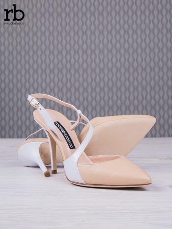 ROCCOBAROCCO Beżowo białe sandałki grain leather z asymetrycznym zapięciem                                  zdj.                                  4