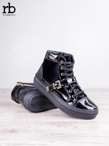 ROCCOBAROCCO czarne welurowe sneakersy na pasek ze złotymi sprzączkami i lakierowanymi wstawkami                                  zdj.                                  3