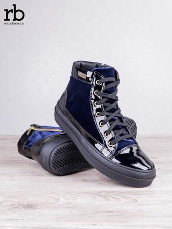 ROCCOBAROCCO granatowe welurowe sneakersy dual style z lakierowanymi wstawkami                                   zdj.                                  3