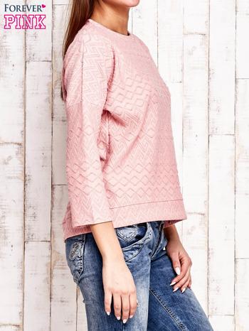 Różowa bluza o graficznej teksturze                                  zdj.                                  3