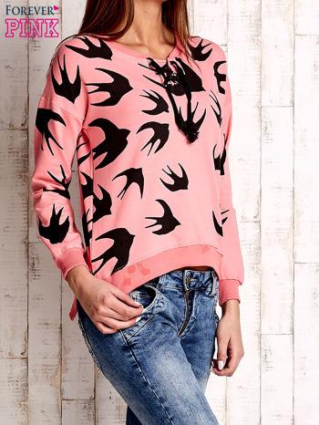 Różowa bluza w jaskółki z wiązaniem                                  zdj.                                  3