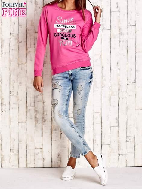 Różowa bluza z napisem SMILE HAPPINESS LOOKS GORGEOUS ON YOU                                  zdj.                                  2