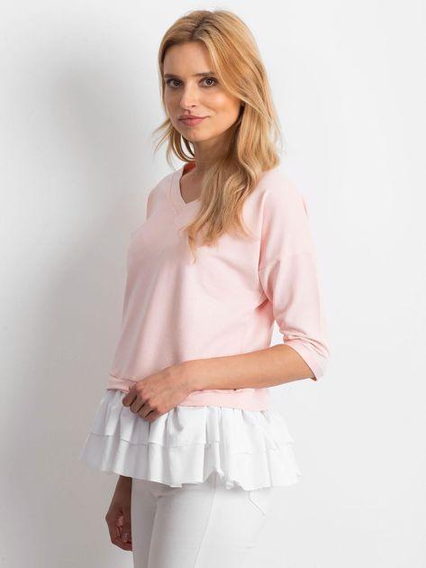 Różowa bluzka V-neck z falbaną                              zdj.                              3