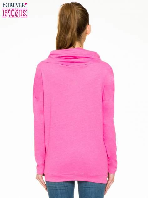 Różowa bluzka dresowa z kołnierzokapturem i ściągaczem na dole                                  zdj.                                  4