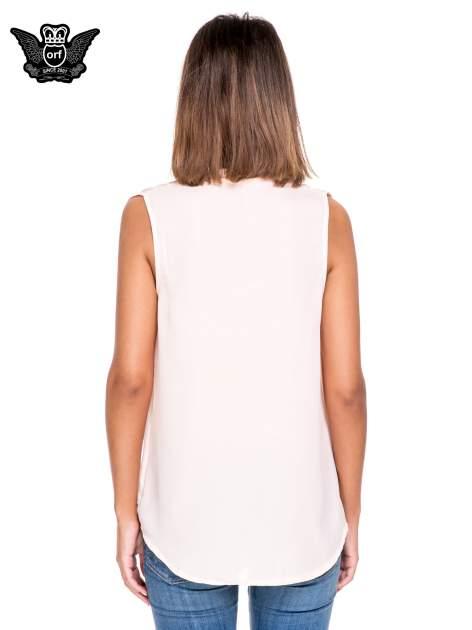 Różowa bluzka koszulowa z dekoltem V-neck                                  zdj.                                  4
