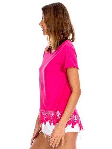 Różowa bluzka z koronkowym wykończeniem                              zdj.                              3