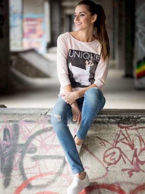 Różowa bluzka z nadrukiem kobiety i napisem UNIQUE                                  zdj.                                  11