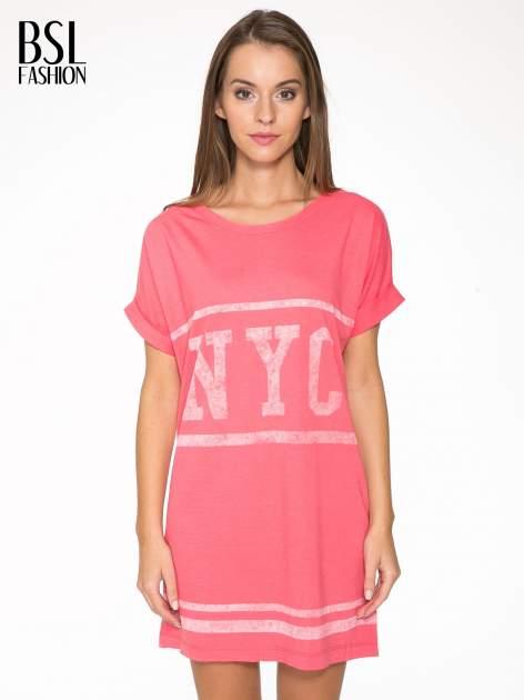Różowa bluzosukienka z nadrukiem NYC                                  zdj.                                  1
