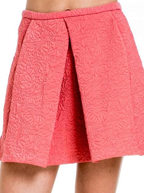 Różowa fakturowana mini spódnica z kontrafałdą                                  zdj.                                  6