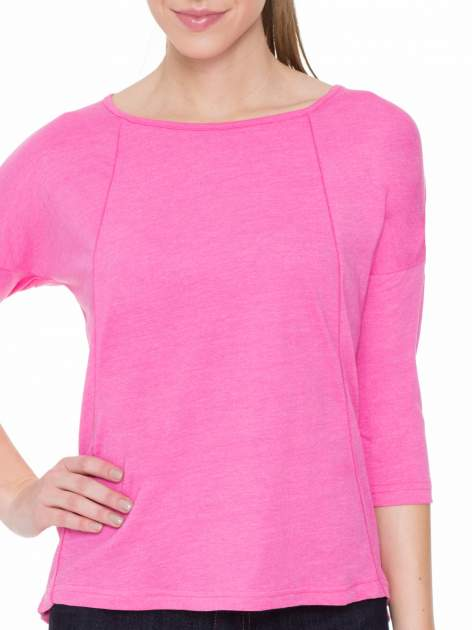 Różowa gładka bluzka z ozdobnymi przeszyciami                                  zdj.                                  5