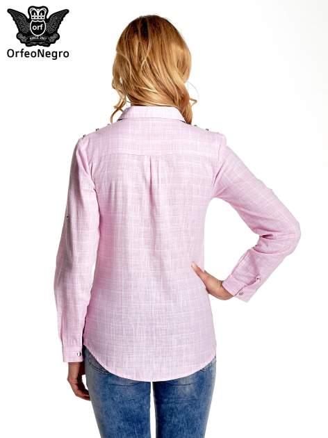 Różowa koszula w kratę ze wstawkami na ramionach i patkami z denimu                                  zdj.                                  4