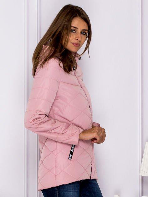 Różowa kurtka przejściowa z ozdobnymi suwakami                              zdj.                              3