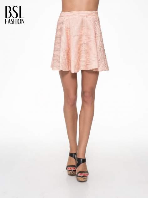 Różowa mini spódnica skater z fakturą                                  zdj.                                  1