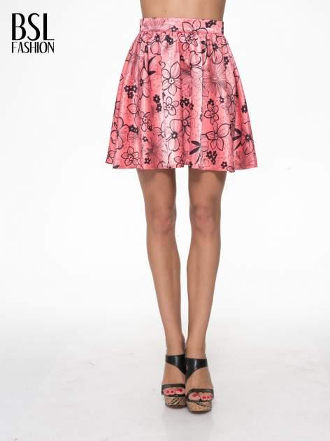 Różowa rozkloszowana spódnica skater w kwiaty