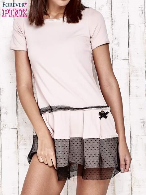 Różowa sukienka dresowa z kontrafałdami i tiulem w groszki                                  zdj.                                  1