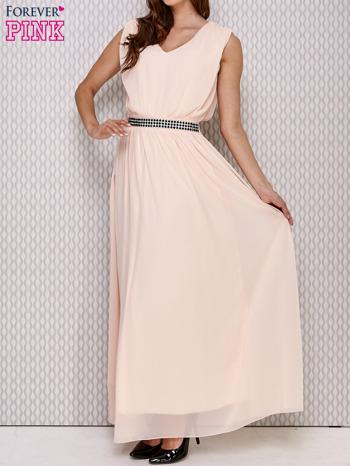 Różowa sukienka maxi z biżuteryjnym pasem