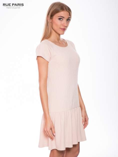 Różowa sukienka z obniżoną talią i falbaną na dole                                  zdj.                                  3