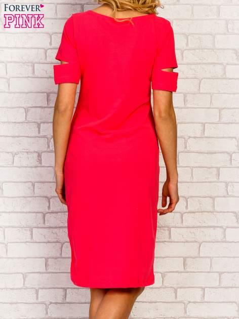 Różowa sukienka z rozcięciami na rękawach                                  zdj.                                  2