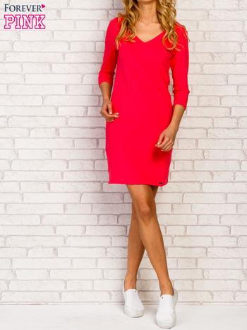 Różowa sukienka z trójkątnym dekoltem                                  zdj.                                  3