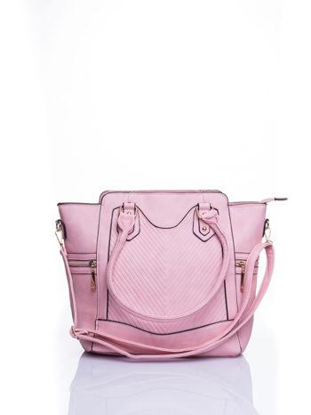 Różowa torba ze złotymi wykończeniami