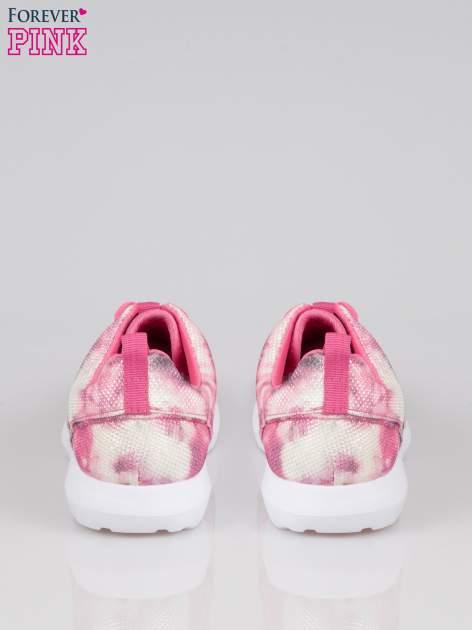 Różowe adidasy z motywem exotic print                                  zdj.                                  3