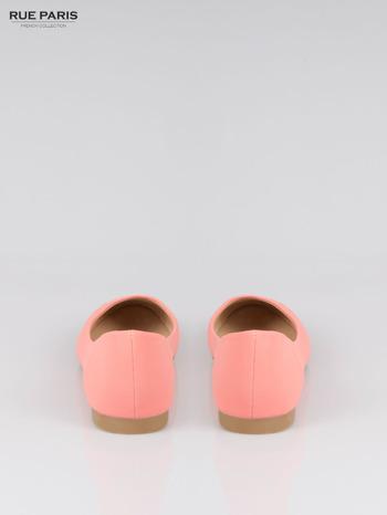 Różowe baleriny faux leather Honey ze złotym logo                                  zdj.                                  3