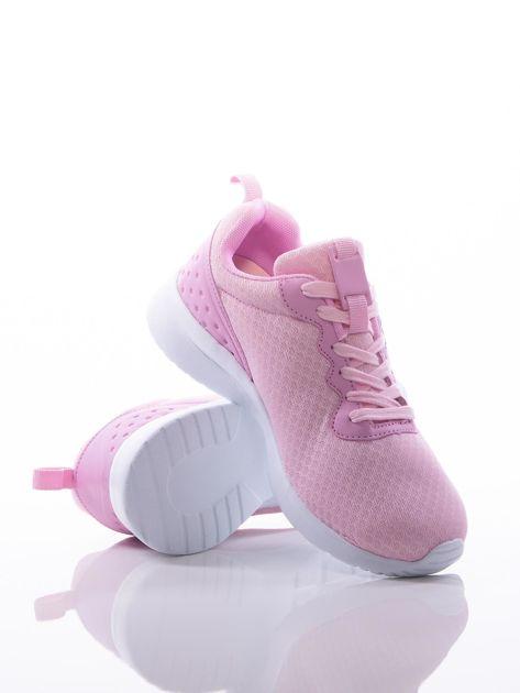 Różowe buty sportowe na sprężystej podeszwie z ciemniejszą wstawką na pięcie                              zdj.                              4