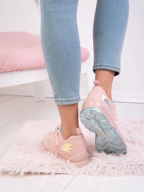 Różowe buty sportowe z holograficzną wstawką na boku cholewki                              zdj.                              5