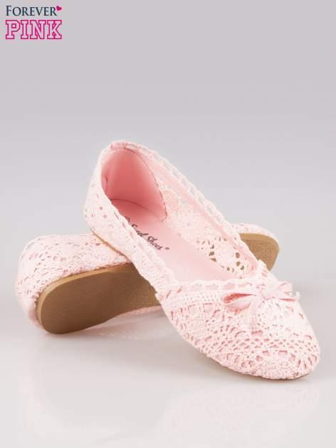 Różowe koronkowe baleriny w stylu romantycznym                                  zdj.                                  4