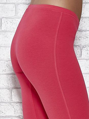 Różowe legginsy sportowe z dżetami i marszczoną nogawką za kolano                                  zdj.                                  6