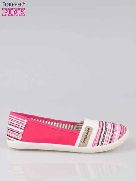 Różowe pasiaste buty slip on