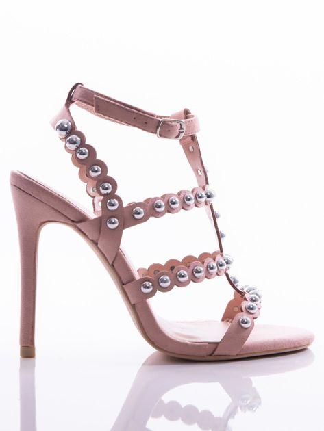 Różowe sandały na szpilkach zapinane w na kostce, zdobione srebrnymi koralikami                              zdj.                              1
