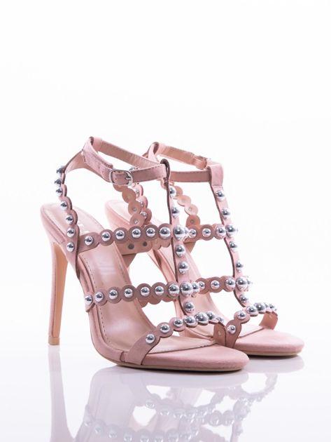 Różowe sandały na szpilkach zapinane w na kostce, zdobione srebrnymi koralikami                              zdj.                              2