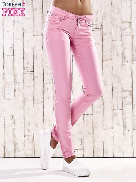 Różowe spodnie skinny jeans