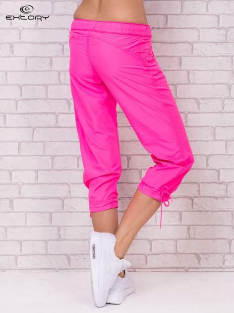 Różowe spodnie sportowe capri z wiązaniem                                  zdj.                                  5