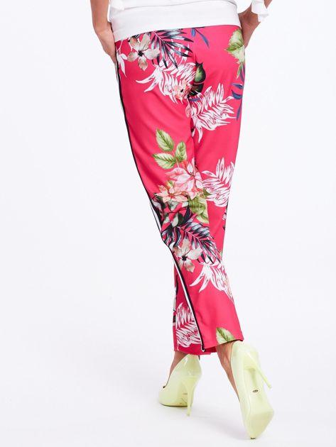 Różowe spodnie w kwiaty z lampasami                              zdj.                              3