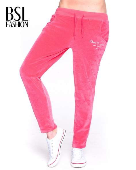 Różowe welurowe spodnie dresowe                                   zdj.                                  1