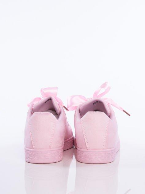 Różowe zamszowe trampki z ozdobną sznurówką i atłasową tasiemką w zestawie                                  zdj.                                  5